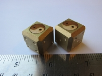 Dice : d6 18mm Ace brass inlaid yin yang